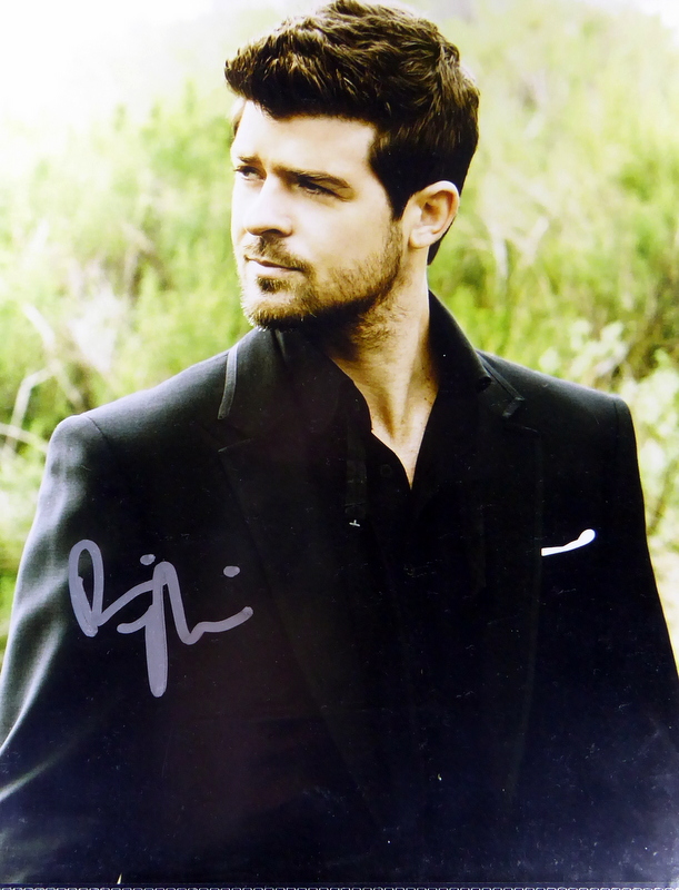 Singer, Songwriter ROBIN THICKE - Photo Signed