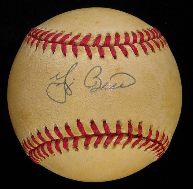 Catcher YOGI BERRA - Baseball Signed