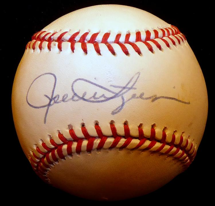 Reliever ROLLIE FINGERS - Baseball Signed