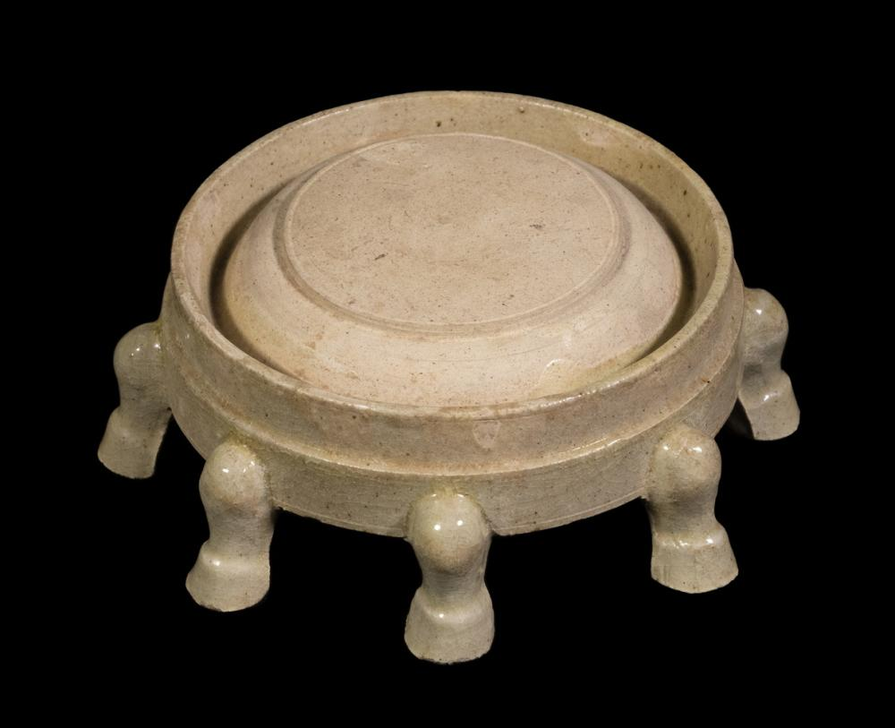 CHINESE QING CELADON GLAZED EIGHT-FOOTED INK STONE