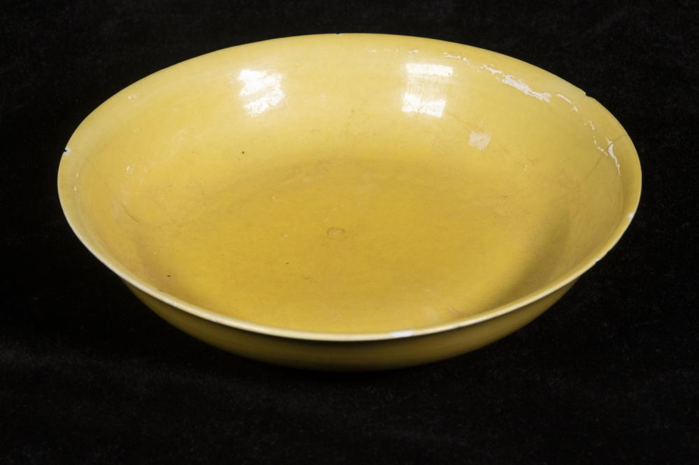 CHINESE QING IMPERIAL YELLOW SHALLOW BOWL