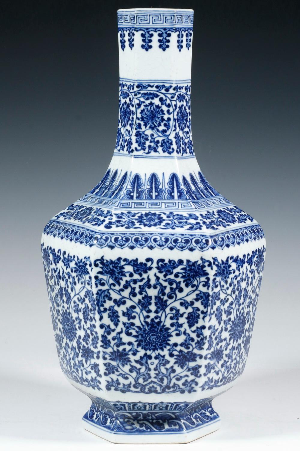 CHINESE BLUE AND WHITE HEXAGONAL VASE