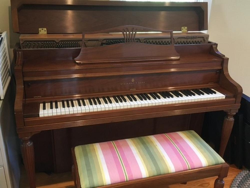 1969 WALNUT STEINWAY & SONS 'F' CONSOLE PIANO