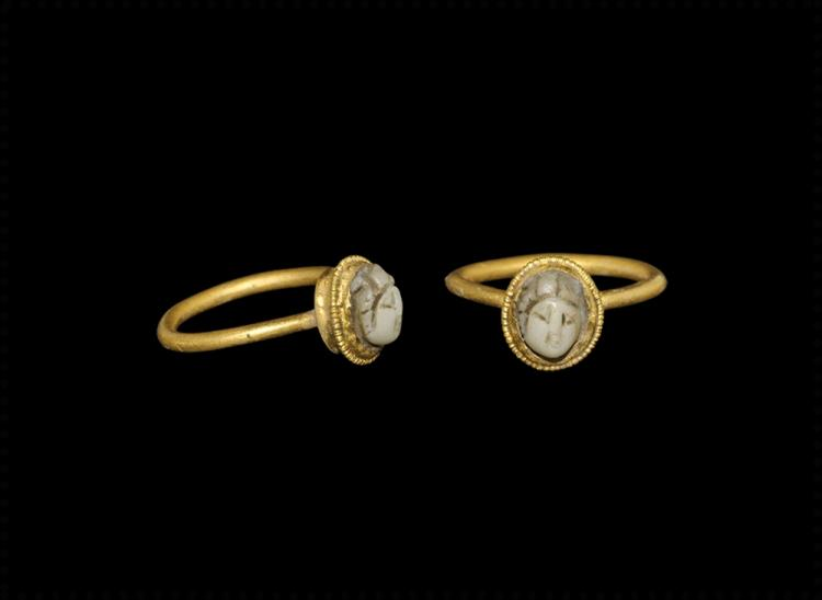Roman Gold Ring with Chalcedony Cameo