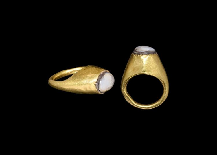 Roman Gold Ring with Cabochon