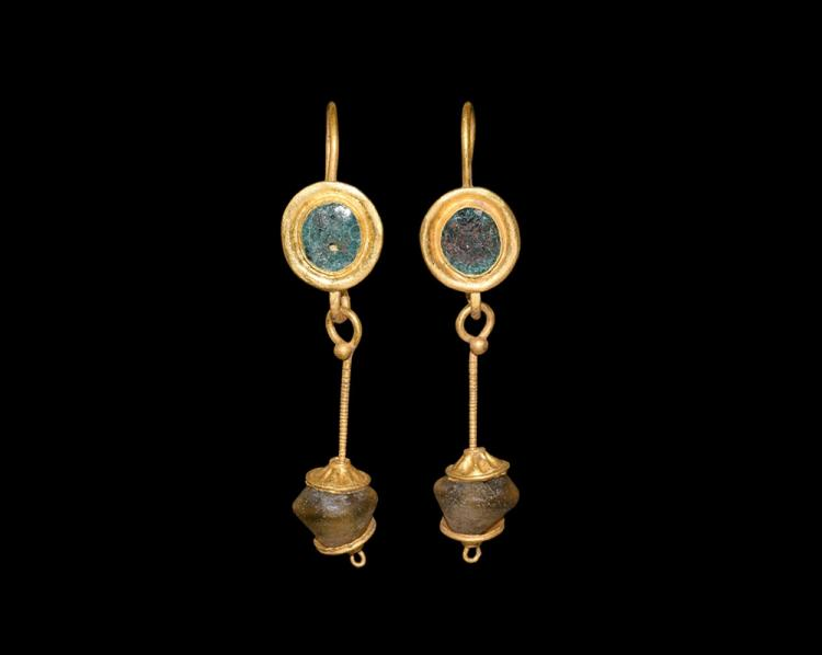 Roman Gold Earrings with Drops