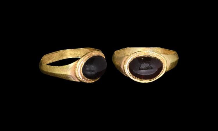 Roman Gold Ring with Garnet Cabochon