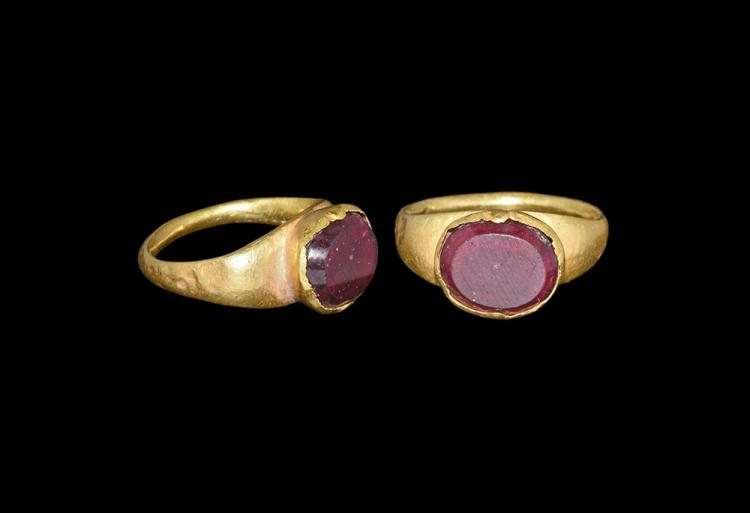 Roman Gold Ring with Garnet