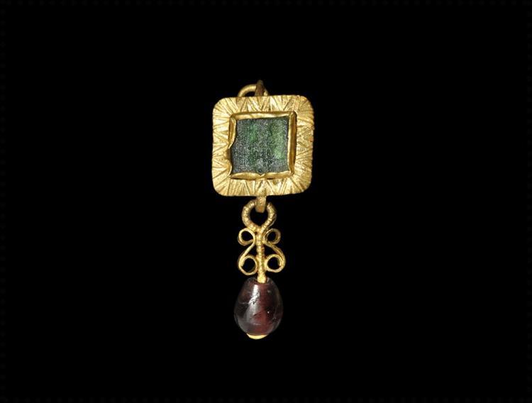 Roman Gold Earring with Garnet Drop
