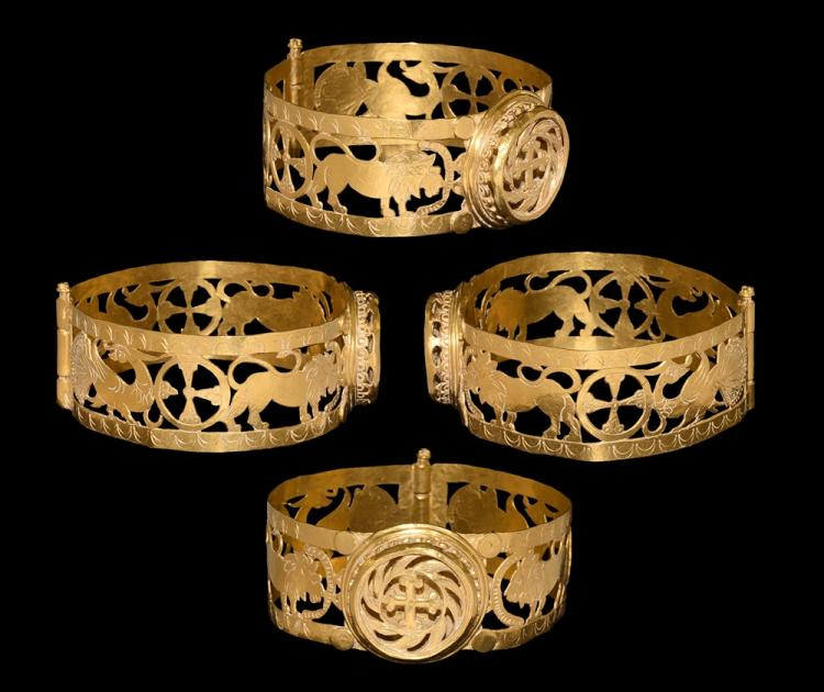 Byzantine Gold Bracelet with Cross and Lions