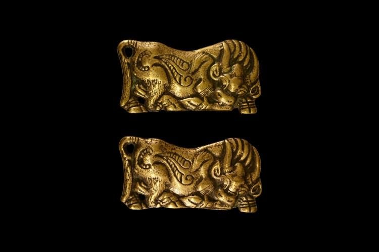 Chinese Ordos Oxen Buckle Plate Pair