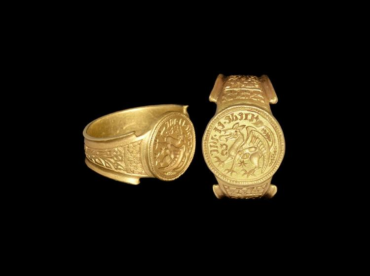 Medieval Massive Gold Henry VII 'Believe and Conquer' Signet Glove Ring