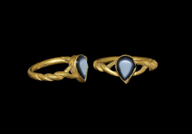 Medieval Gold Ring with Teardrop Bezel