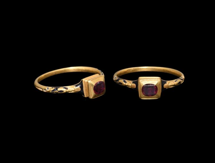 Post Medieval Tudor Gold and Enamel Ring with Garnet