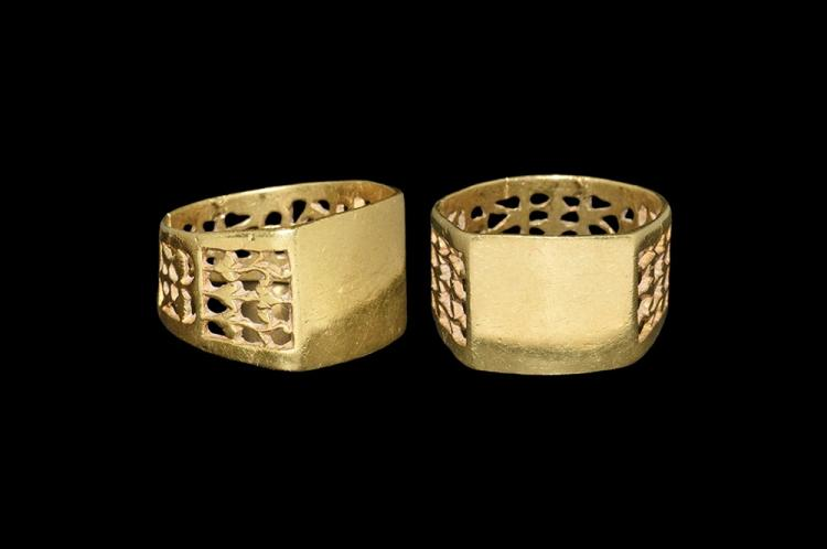 Post Medieval Gold Fretwork Ring