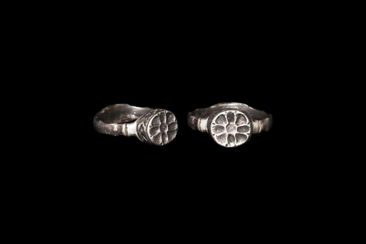 Post Medieval Tudor Clasped Hands Marriage Ring
