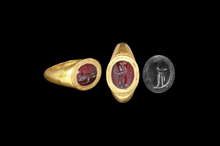 Western Asiatic Sassanian Gold Ring with Figural Intaglio