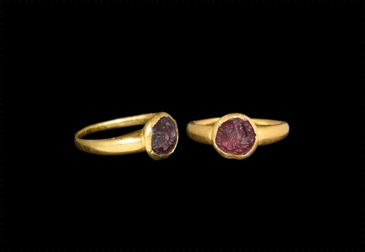 Western Asiatic Sassanian Gold Ring with Intaglio