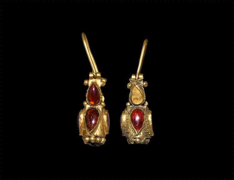 Western Asiatic Sassanian Gold and Garnet Earrings