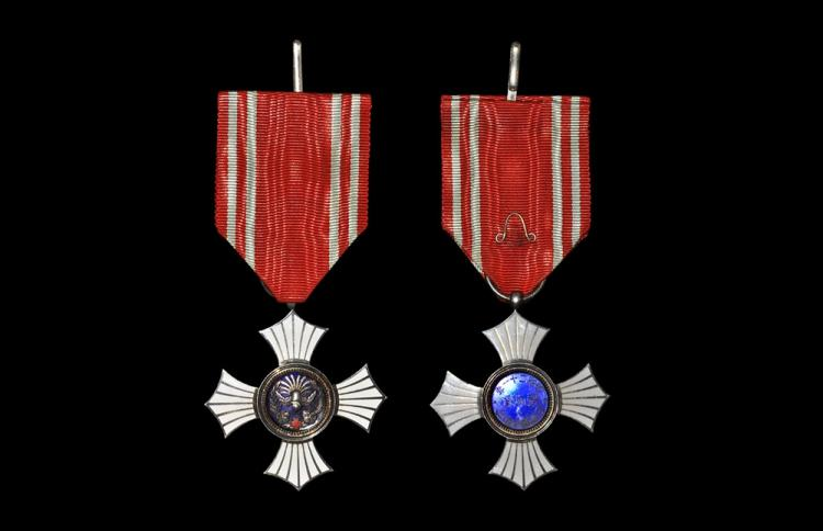 World Civilian Medals - Japan - Red Cross - Silver Men's Order of Merit Medal