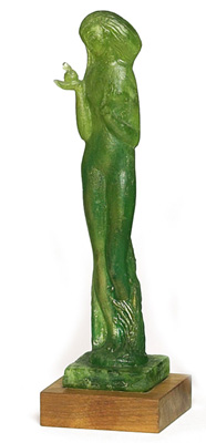 Edris Eckhardt sculpture, Eve holding the apple in green glass with gold inclusions, this work shows the influence of her instructor, Aleksandr Archipenko, mounted on a wooden base, incised signature, 12