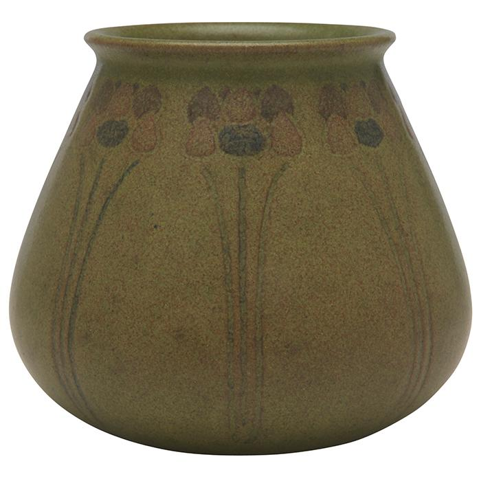 Hannah Tutt (1860-1952) for Marblehead Pottery vase 4.25