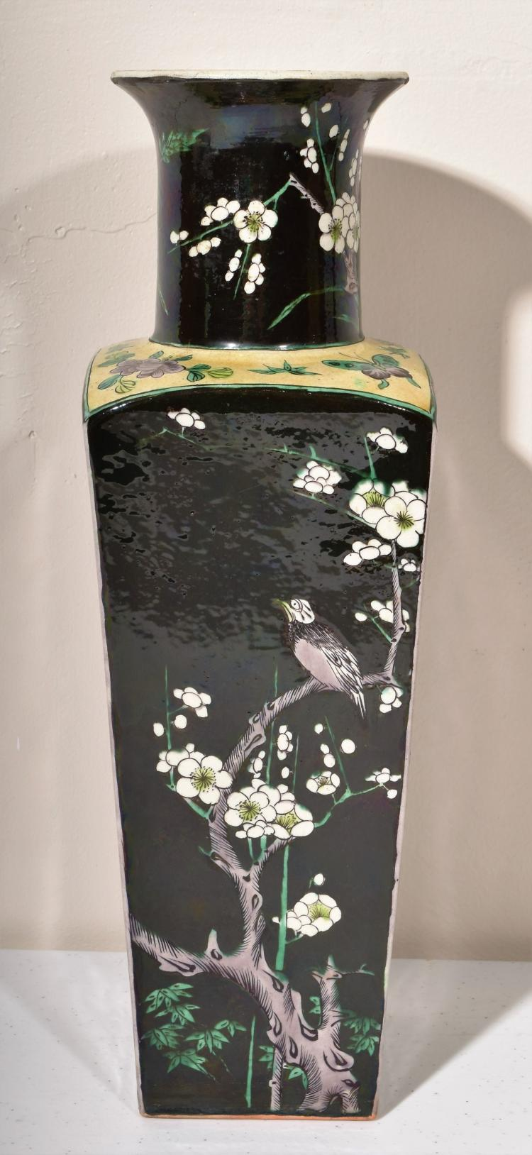famille noir vase china 19th century square form with a t. Black Bedroom Furniture Sets. Home Design Ideas
