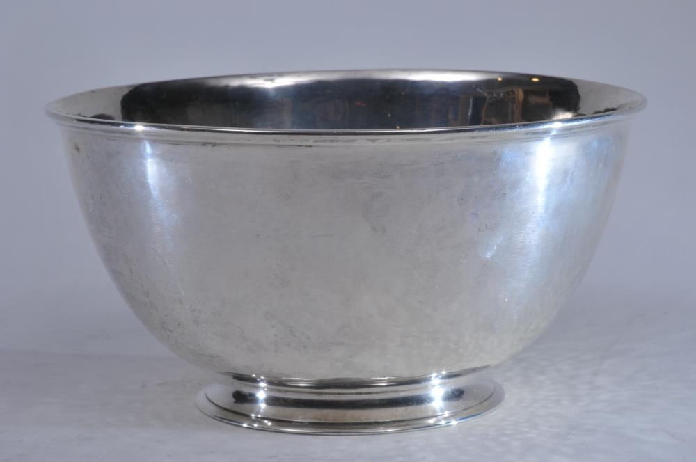 """Lot 50: Karl F. Leinonen Sterling silver Arts and Crafts bowl with moulded rim and hand hammered surface. 6-3/4"""" diameter. 3-1/2"""" high. Slight scratches. 12.8 ozt. Good condition otherwise."""