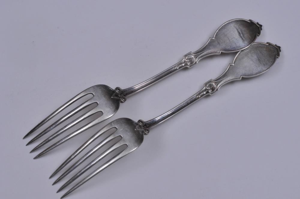 "Lot 129: H & S Makers sterling silver Victorian Medallion forks. Large oval Classical head with beaded border. 7"". 7.9 ozt."