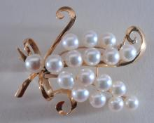 Lot 225: 14k yellow gold and cultured pearl brooch. 17 round pearls, pinkish-white color, approximately 6mm each. Ovearll size of brooch is 50.5 x 39mm. Total weight of 12.2g. Hallmarked k14.