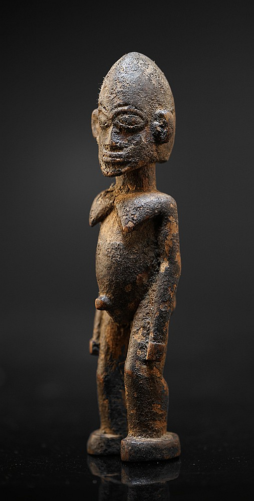 A small Lobi sculpture