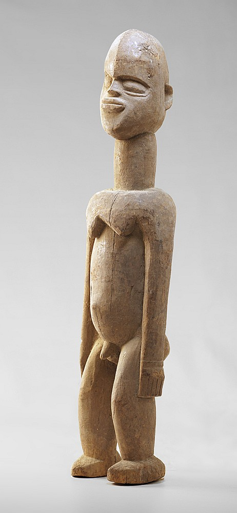 A male Lobi sculpture