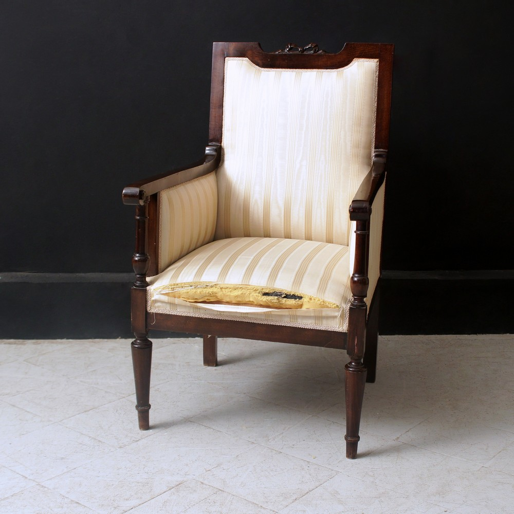 Chairs for sale at online auction buy modern antique for Poltrona liberty