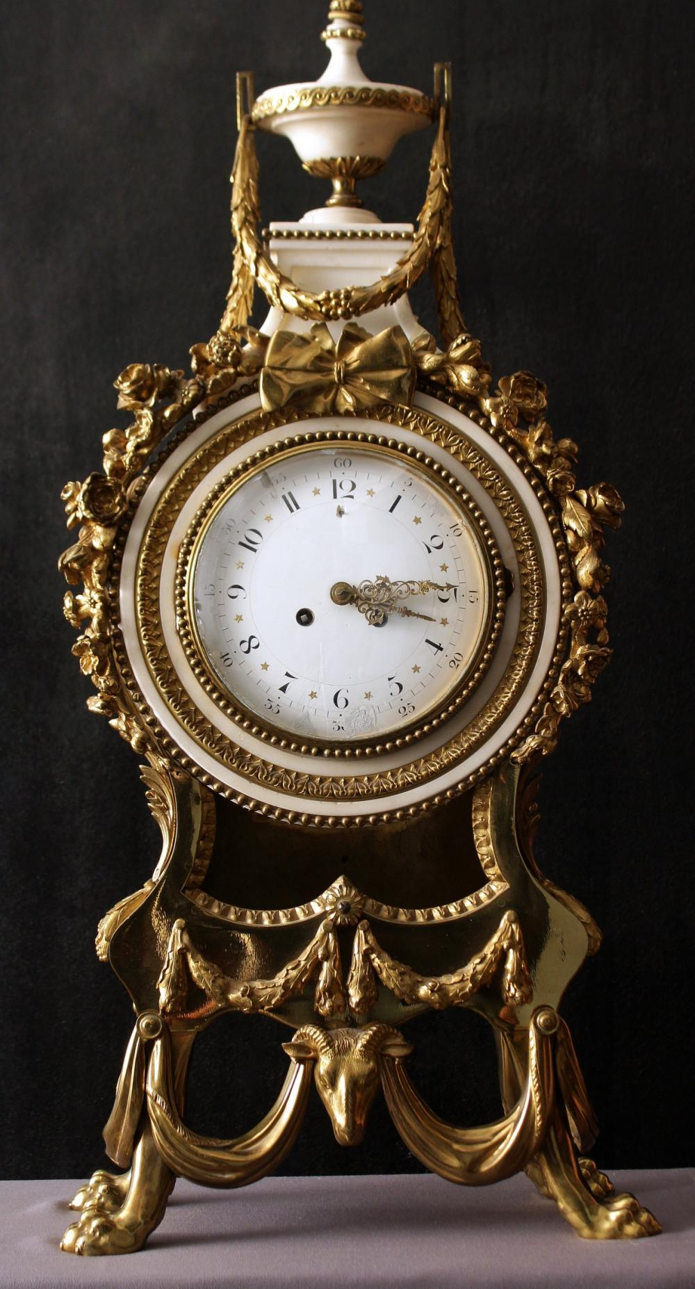 OROLOGIO IN BRONZO E MARMO STILE LUIGI XVI° Francia, XIX° secolo