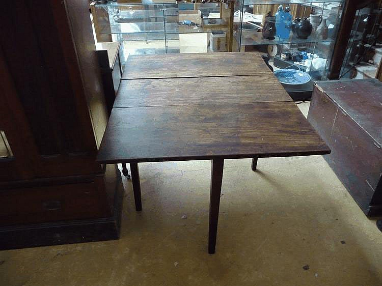 An early C19 country mahogany drop leaf table