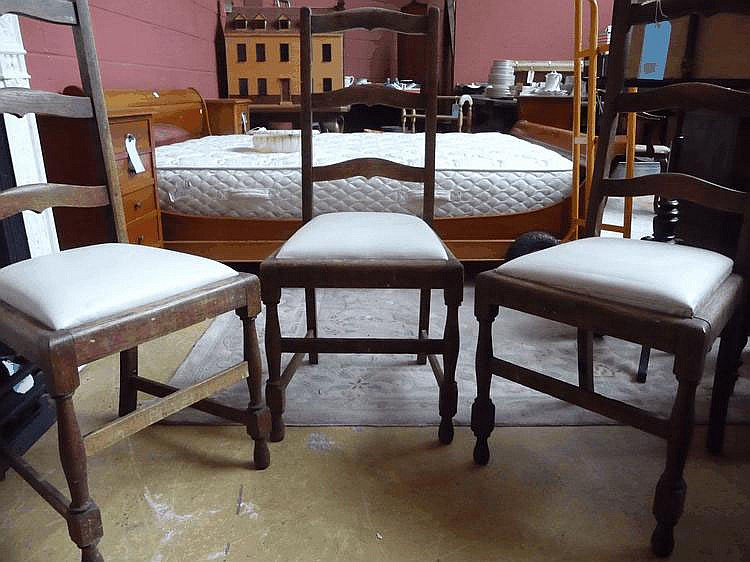 3 early 20thC oak ladderback dining chairs
