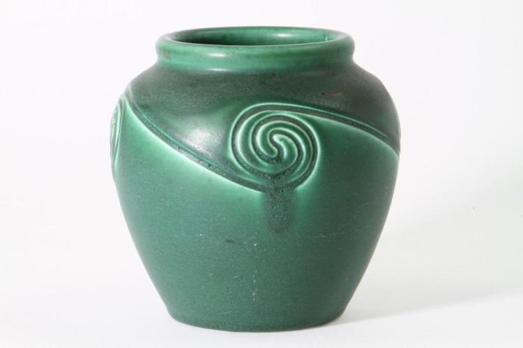 ROOKWOOD POTTERY MATT GLAZE VASE, 1903