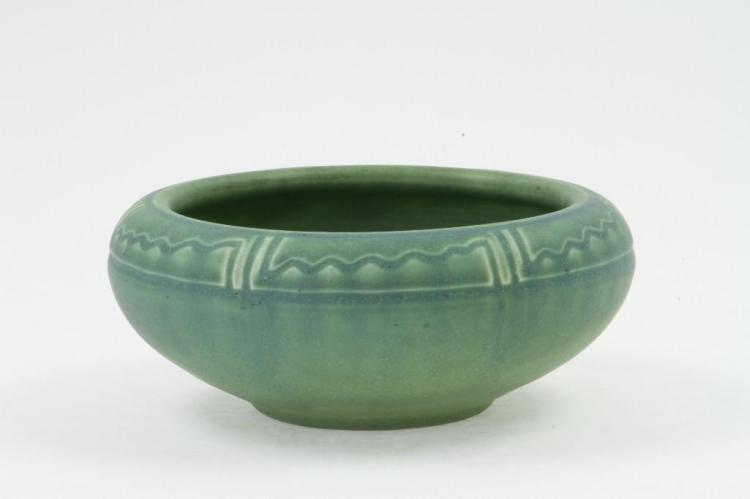 ROOKWOOD POTTERY MATT GLAZE BOWL, 1908