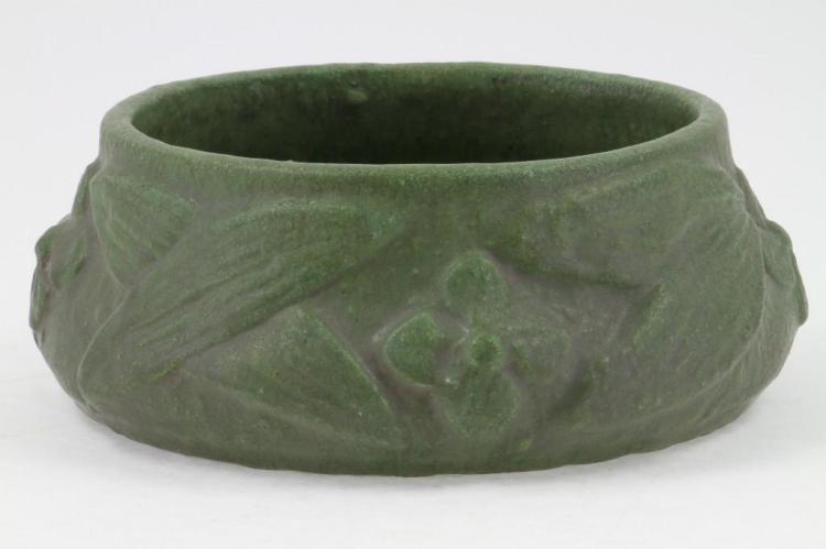 AMERICAN ART POTTERY BOWL POSSIBLY GRUEBY
