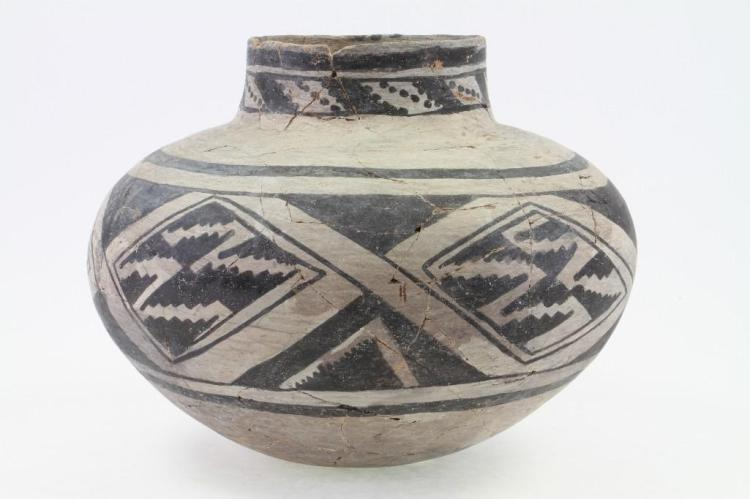 Anasazi black-on-white olla