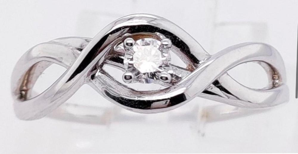 Unreserved 14 CT white Gold & Diamond