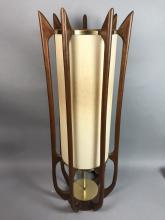 SIGNA AMERICAN MODERN WALNUT TABLE LAMP. 7 CURVED
