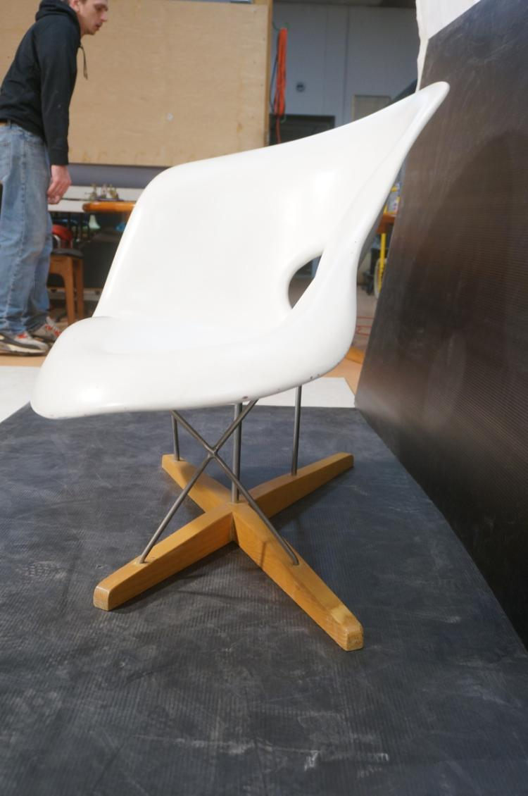 Charles eames style biomorphic lounge chaise mol for Chaise style eams
