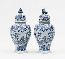 Paar Balustervasen mit chinesischem Bauern und Blumendekor