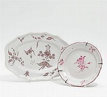 Teller und ovale Platte Blumendekor