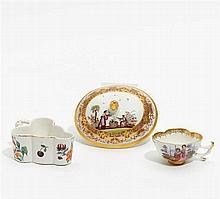 Kleine Tasse mit Figurenstaffage, Schälchen mit Blüten und Obstdekor und Deckel mit Chinoiserien