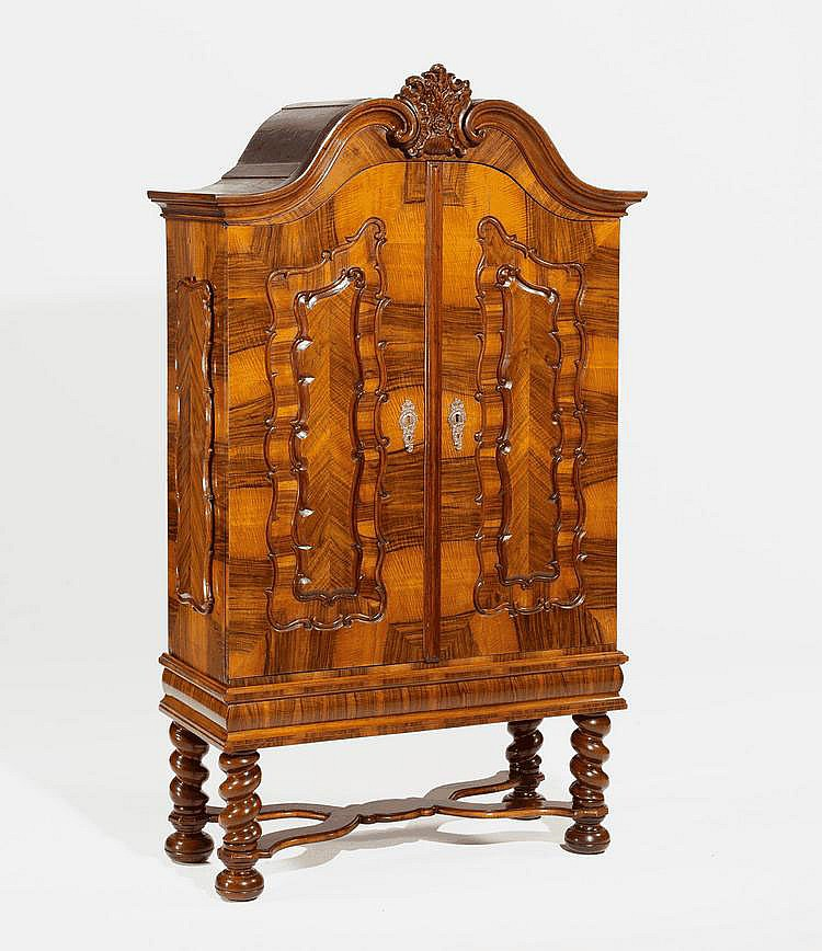 Baroque Cabinet. Saxony. 18th C. Walnut, oak, soft