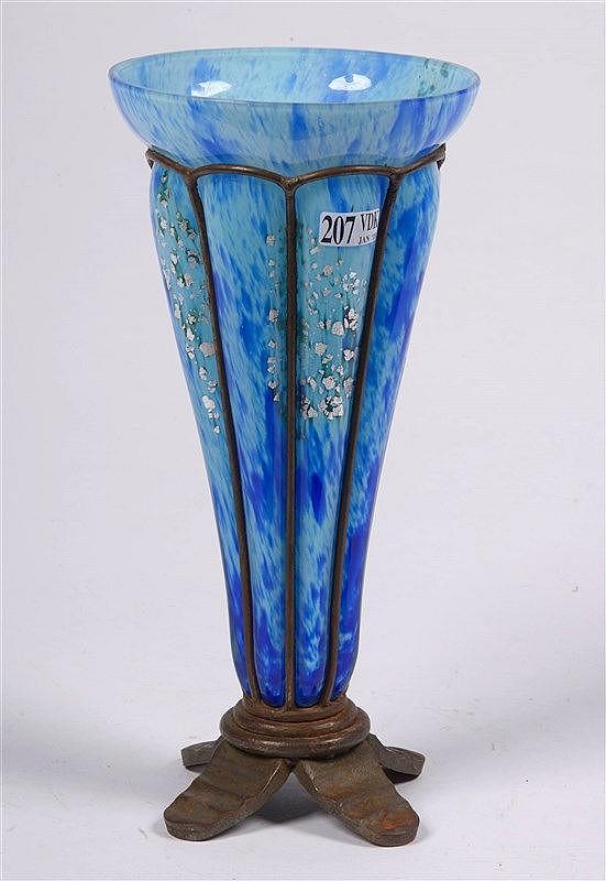 delatte andr 1887 1953 vase col ouvert en verre s. Black Bedroom Furniture Sets. Home Design Ideas