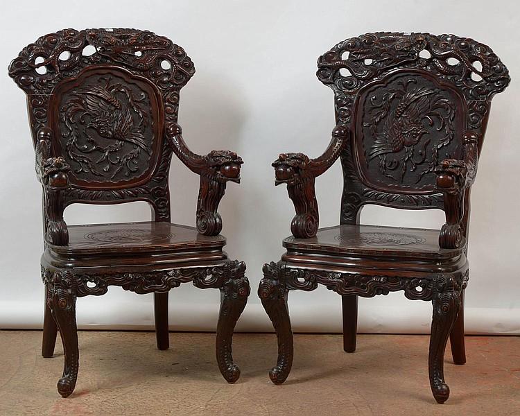 paire de fauteuils en bois exotique sculpt au d cor d 39 oise. Black Bedroom Furniture Sets. Home Design Ideas