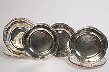 Ensemble de six plats en argent chantournés à cinq lobes décorés d'un